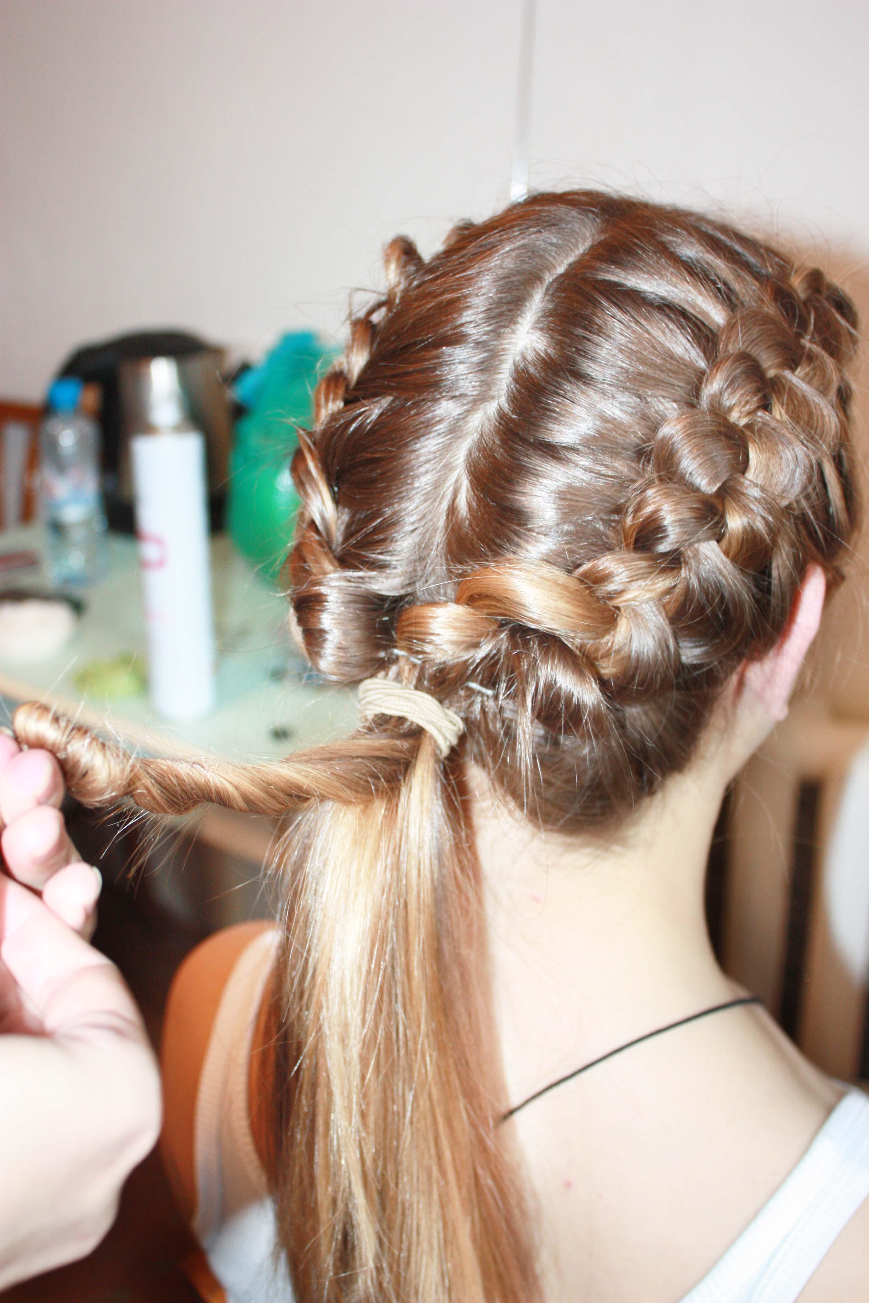 фото прически девушек на средние волосы